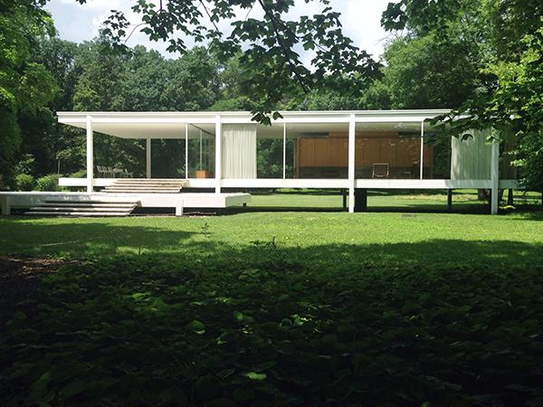 Mies van der Rohe Farnsworth House exterior