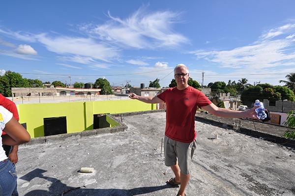Bob Borson on the roof of Colegio Crisitano Marileidy