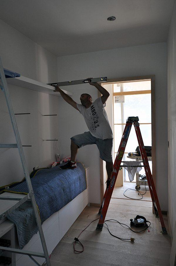Adjusting shelves for level